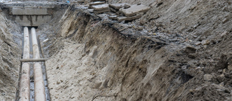 unsafe-water-main-trench.jpg